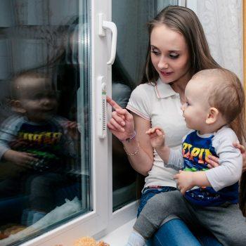дети и окна